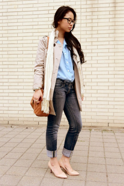 beige trench H&M coat - dark gray skinny Guess jeans