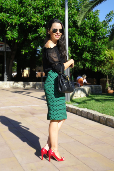 dark green H&M skirt - black Aldo bag - black H&M bra - black Zara blouse