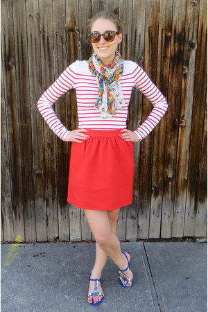 red striped H&M top - red madewell skirt - blue modcloth sandals