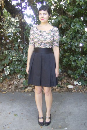black thrifted skirt - pink Floral Forever 21 top - black naturalizer heels