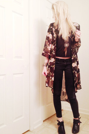 light pink kimono Forever 21 top - black cut out PacSun boots - black Gap jeans