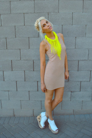 neon accessories - baige fitted dress - designed heels