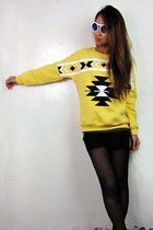 2amstyles sweater - cut out arrow 2amstyles sunglasses