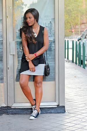 white H&M skirt - black Zara blouse - black Converse sneakers