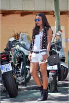 blue Lefties vest - white H&M shorts