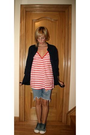 jacket - t-shirt - shorts - shoes