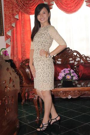 beige lace karimadon dress - black sandal GIBI shoes heels