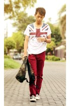 red jeans - white t-shirt