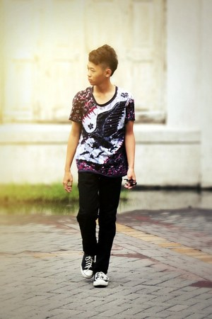 black batik t-shirt - black jeans