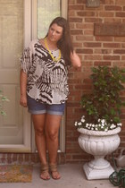 Old Navy shorts - Posh Boutique top - BCBG flats - Forever 21 necklace