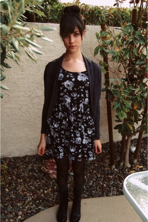 Forever 21 dress - gray Forever 21 cardigan - green unknown brand socks - black