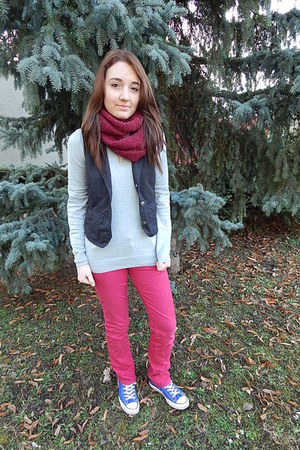blue Converse sneakers - hot pink Camaïeu jeans - silver Takko fashion sweater