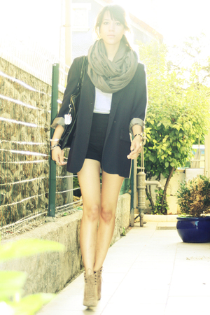 American Apparel scarf - American Apparel shirt - The Kooples shorts - Zara shoe