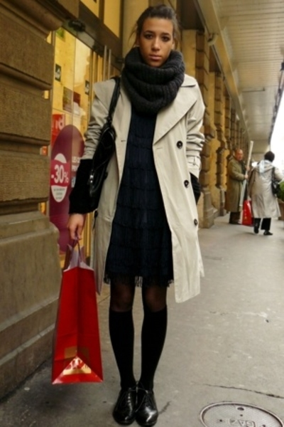 Zara Trench Coat Beige Coat H&m Charleston 20's Blue Dress H&m Knee High Socks Black Socks Minelli Derbies Flats Black Shoes H&m No Ending Infinite Gray Scarf