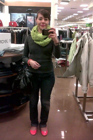 chartreuse stamen scarf - charcoal gray sweater - hot pink flats