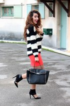 Fluffy jumper and neon skirt !