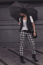 black Via Uno boots - white Hering t-shirt - black chess HIT pants