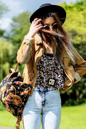 floral print H&M top - black hat - bag - necklace
