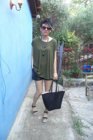 black H M shorts - olive green Stradivarius blouse - white pull&bear heels
