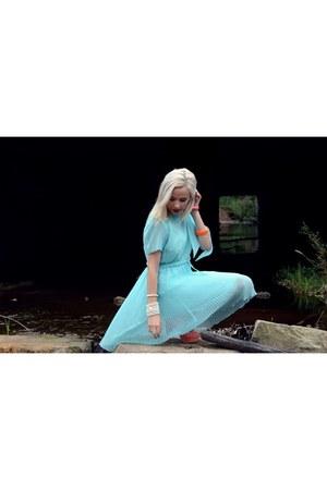pleated Ahka Vintage dress