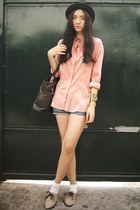 tan brogues Custom-made shoes - black bowler gift hat - cut-off shorts - salmon