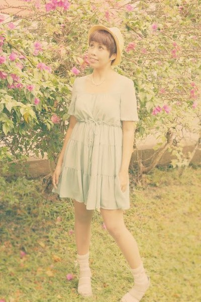 lime green Fashion Clickers dress - eggshell mesh Japan Stall hat