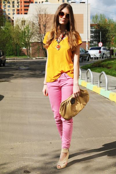 Bubble-gum-zara-jeans-eggshell-river-island-heels_400