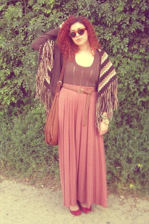 vintage cape - H&amp;M bag - Zara top - Zara flats - Stradivarius belt - H&amp;M skirt