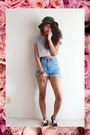 heather gray crop top American Eagle t-shirt - black urban Vans shoes