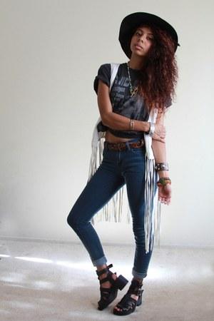 black wide brim Calico hat - blue skinny jeans Forever 21 jeans