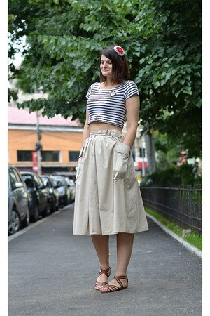beige vintage skirt - navy random brand t-shirt - brown H&M sandals - red handma