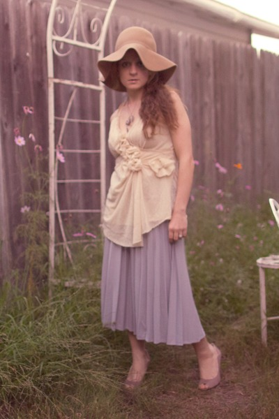 silver midi pleated vintage skirt - camel H&M hat - light pink Nina wedges