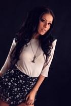 black strarry D&G skirt - off white shoulders Topshop top