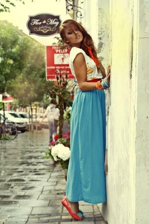 sky blue maxi raus skirt - gold crop raus top - carrot orange patent raus flats