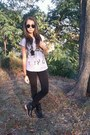 Black-boots-black-bershka-leggings-ray-ban-sunglasses-silver-t-shirt