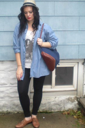 t-shirt - fedora hat - backpack bag - oxfords loafers