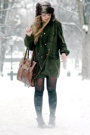 dark brown faux fur H&M hat - army green vintage weekday coat