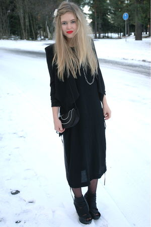 black acne dress - black ROOTS shoes - black H&M blazer - black vintage bag