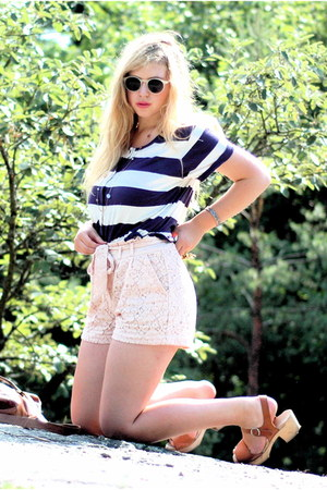 light pink lace H&M shorts - navy striped Monki t-shirt