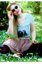 black lennon 80s Purple sunglasses - pink Monki skirt - off white john and yoko