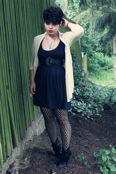 black Love 21 stockings - blue H&M dress - white pins and needles cardigan