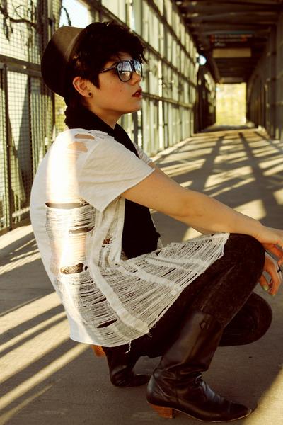 white xxi forever shirt - black H&M hat - gray acid wash xxi forever leggings