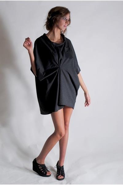 black Gyuran dress