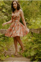 peach Sugarlips dress - tan Urban Outfitters heels