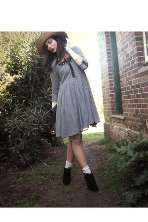 blue Sportsgirl dress - black DIY dress - beige vintage hat - white vintage glov