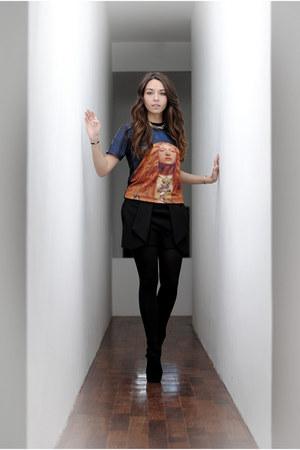printed Apolo Cero shirt - black shorts Zara shorts - Steve Madden wedges