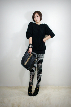 black 2BB3 top - black 2BB3 leggings - black 2BB3 purse - black 2BB3 shoes - bla