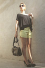 Yellow-short-curto-bag-black-shorts