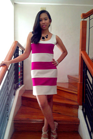 magenta Listed dress - neutral gibbi heels - black diva accessories
