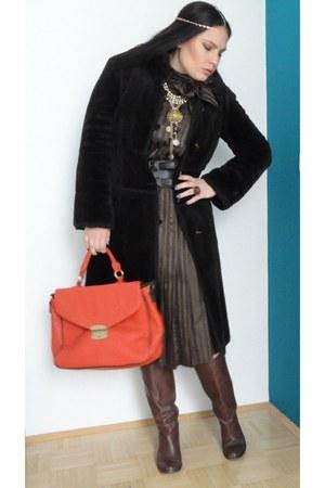 faux fur Anasty Art coat - dark brown leather Stradivarius boots